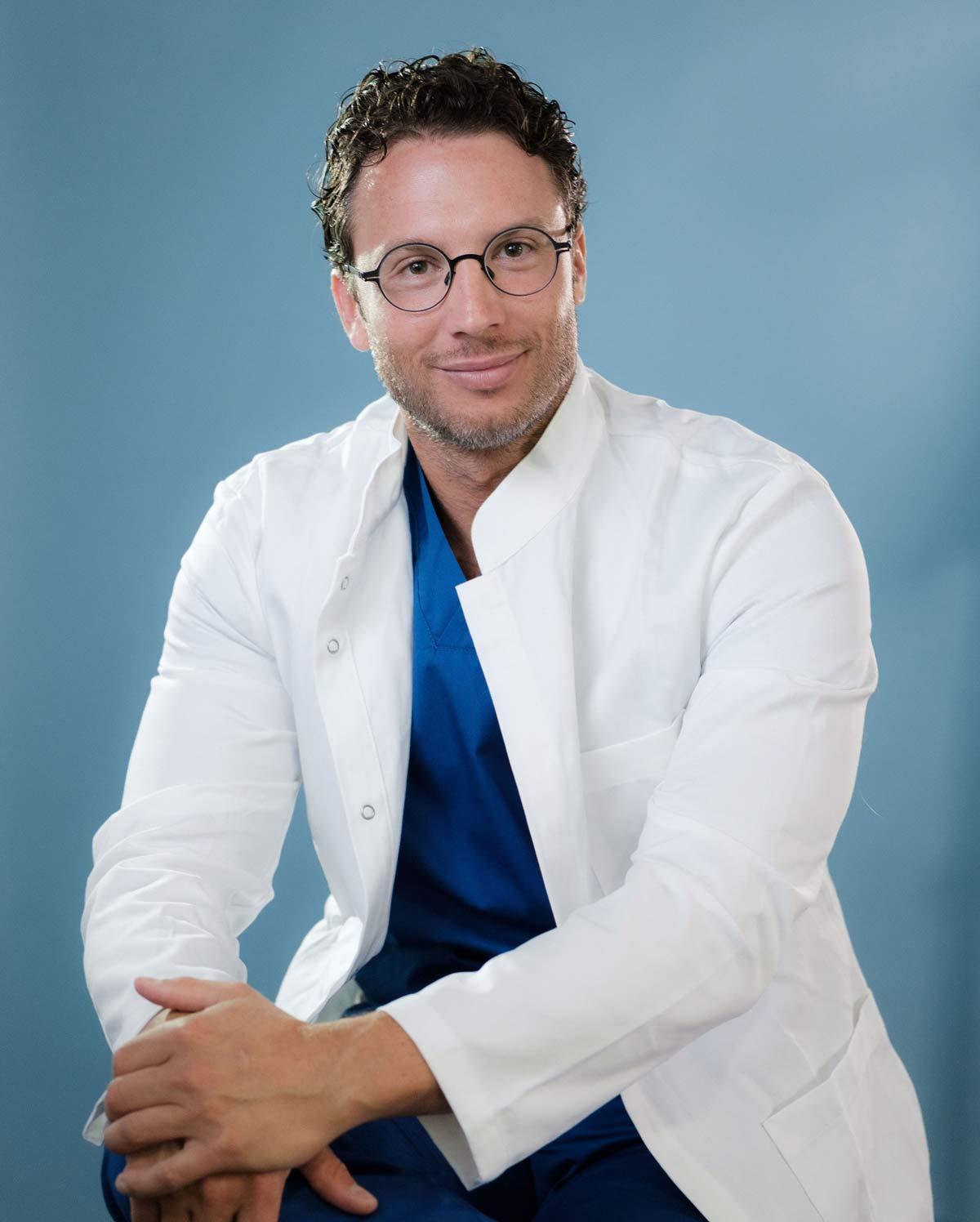 Dentalni centar DentIN, Zagreb: dr. Stipica Balić, voditelj Dentalnog centra DentIN i glavni implantolog centra.